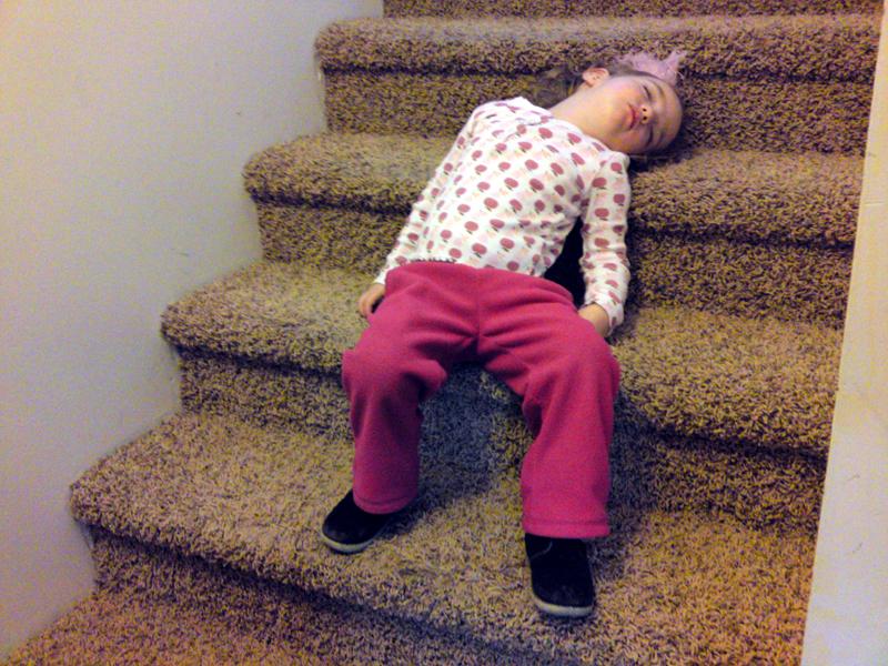 Halle_asleep_on_stairs